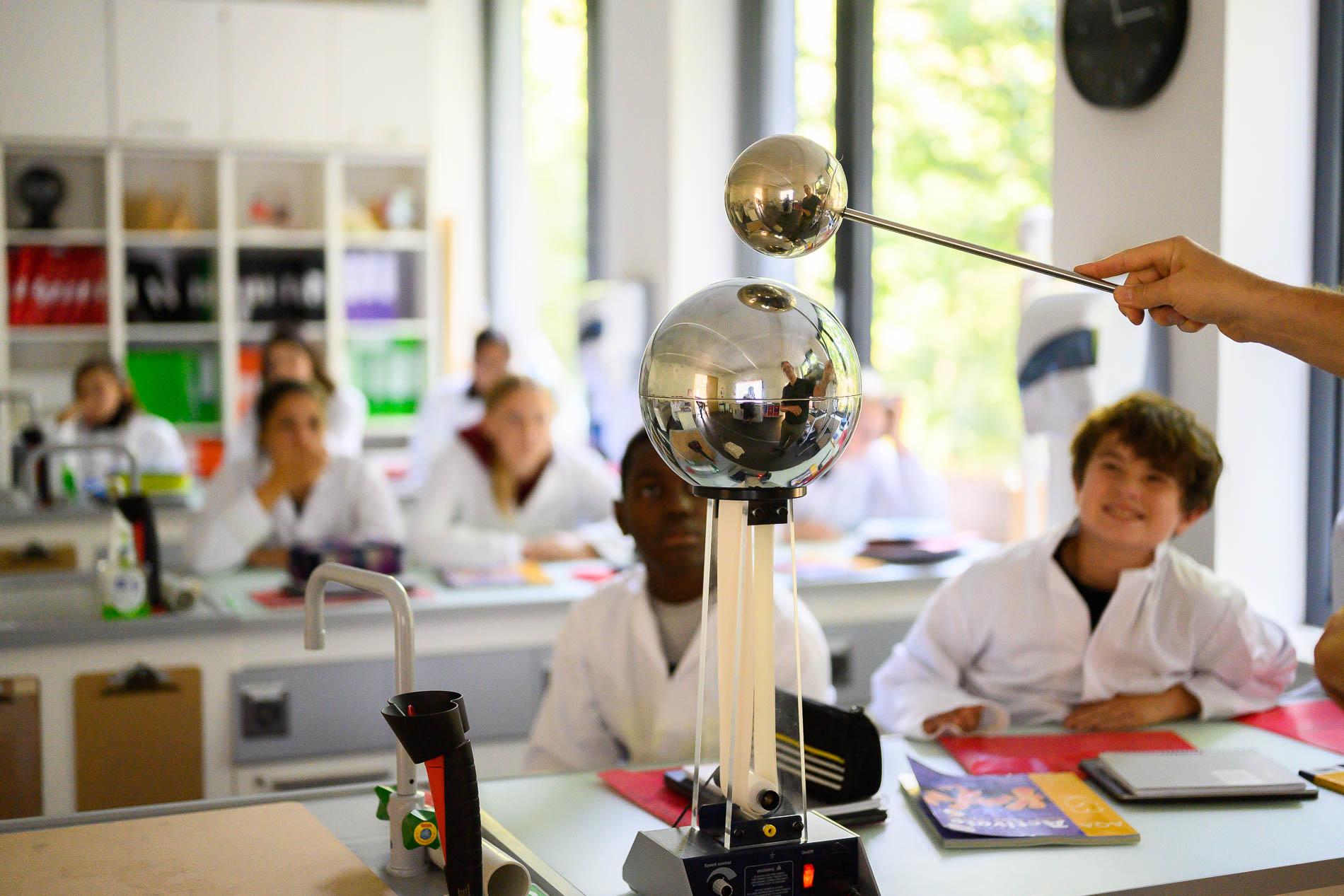 Geneva English School by Tomek Gola
